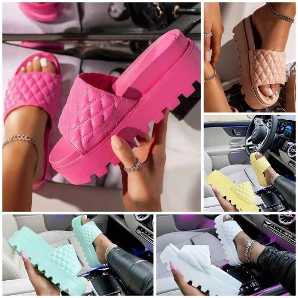 Women's Platform Slide Sandals Diamond Patterns Fashionable Slippers